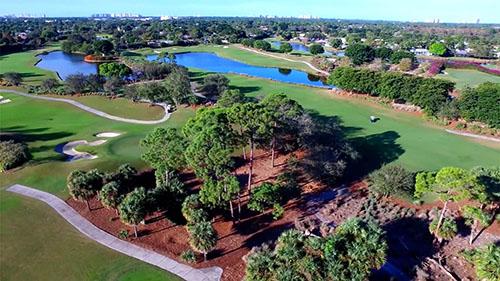 Image: 段階的に経済活動が再開しているアメリカのほとんどの州で許可されているレクリエーションの一つ、ゴルフ